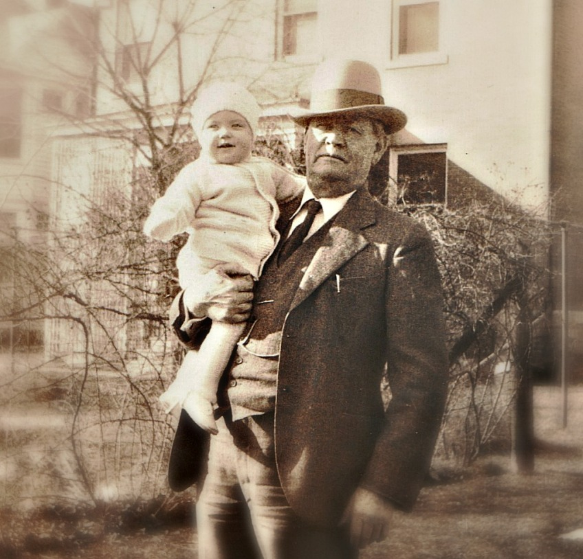 Robert Minor holding Marilyn, 1932, Waynesburg, Pennsylvania. From the Marilyn Minor Strickland Collection.