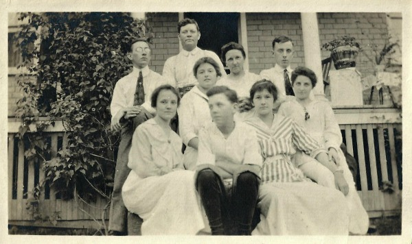 Minor Family Group Shot circa 1915. Back row (l-r): unknown, Robert Minor, May Minor, unknown. Middle: unknown. Front row: Helen Minor, Donald Minor, unknown, unknown.